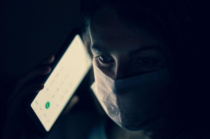 eRouška je mobilní aplikace tvořená kvůli covid-19