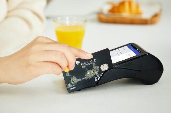 Kreditní karta může být pomocník, ale i nemilá nástraha
