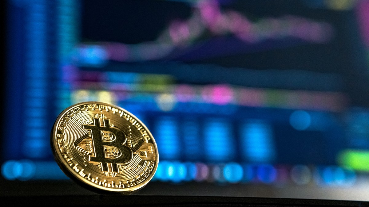 Bitcoin patří mezi nejznámější kryptoměny vůbec.