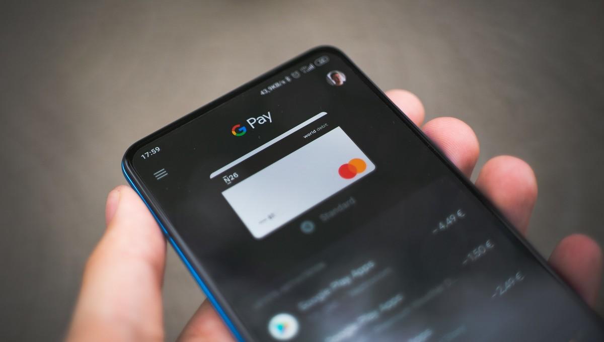 Virtuální karta uložená v mobilním telefonu.